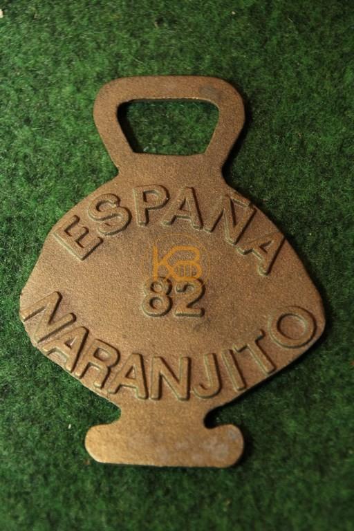 Flaschenöffner in Form von Narajito von der WM 1982 in Spanien. 2/2