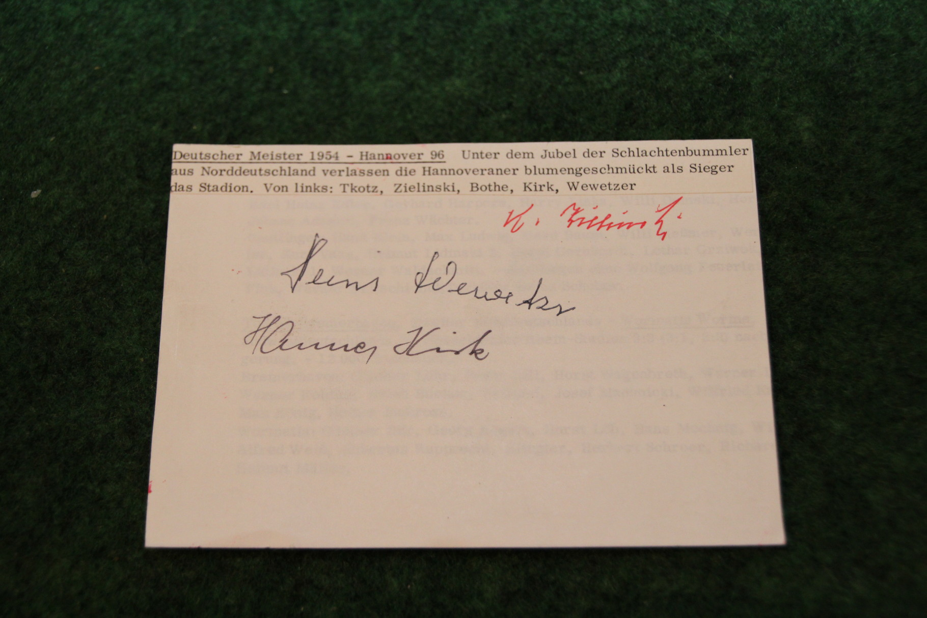 Foto vom Deutschen Meister 1954 Hannover 96 mit diversen original Autogrammen. 2/2