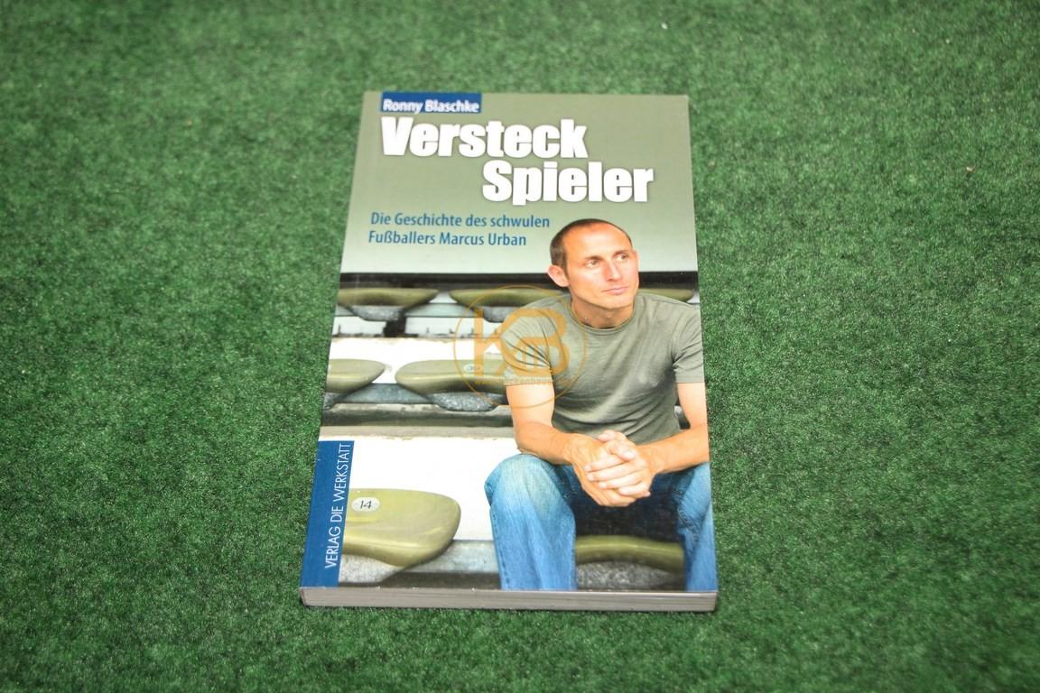 Versteck Spieler Die Geschichte eines schwulen Fußballers Marcus Urban von Ronny Blaschke im Verlag die Werkstadt