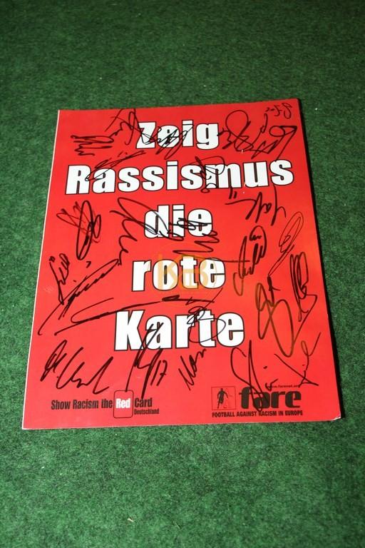 """""""Zeig Rassismus die Rote Karte"""" mit original Unterschriften von Hannover 96."""