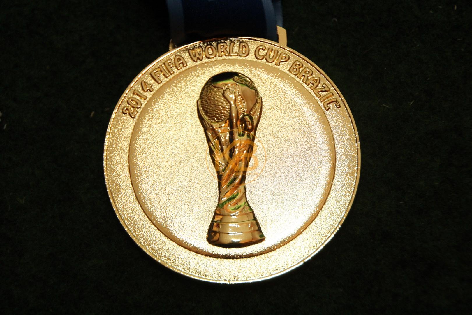 Gewinner Medaille von der Fussball Weltmeisterschaft 2014 in Brasilien. 2/3