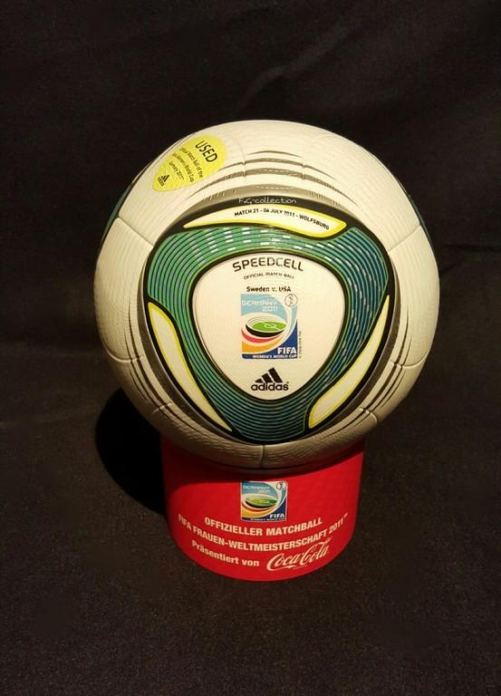 ADIDAS Speedcell der offizielle Spielball von der Frauen WM 2011 in Deutschland hier ein original Ball vom Vorrundenspiel Schweden vs. USA.