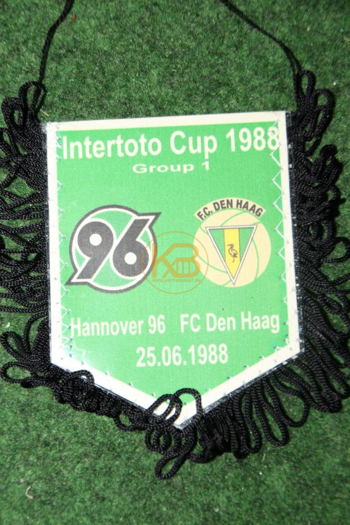 Alter Wimpel von Hannover 96 vom Intertoto Cup 1988 gegen Den Haag am 25.06.1988.