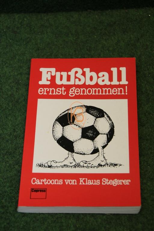 Buch Fußball ernst genommen Cartoons von Klaus Stegerer