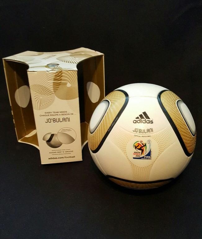 ADIDAS Jabulani der offizielle Spielball von der WM 2010 in Südafrika mit Originalverpackung hier in der Finalvariante.