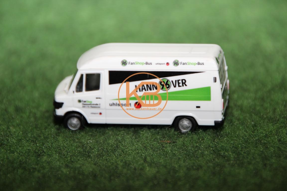 Der alte Fan Shop Bus von Hannover 96 in Miniaturformat