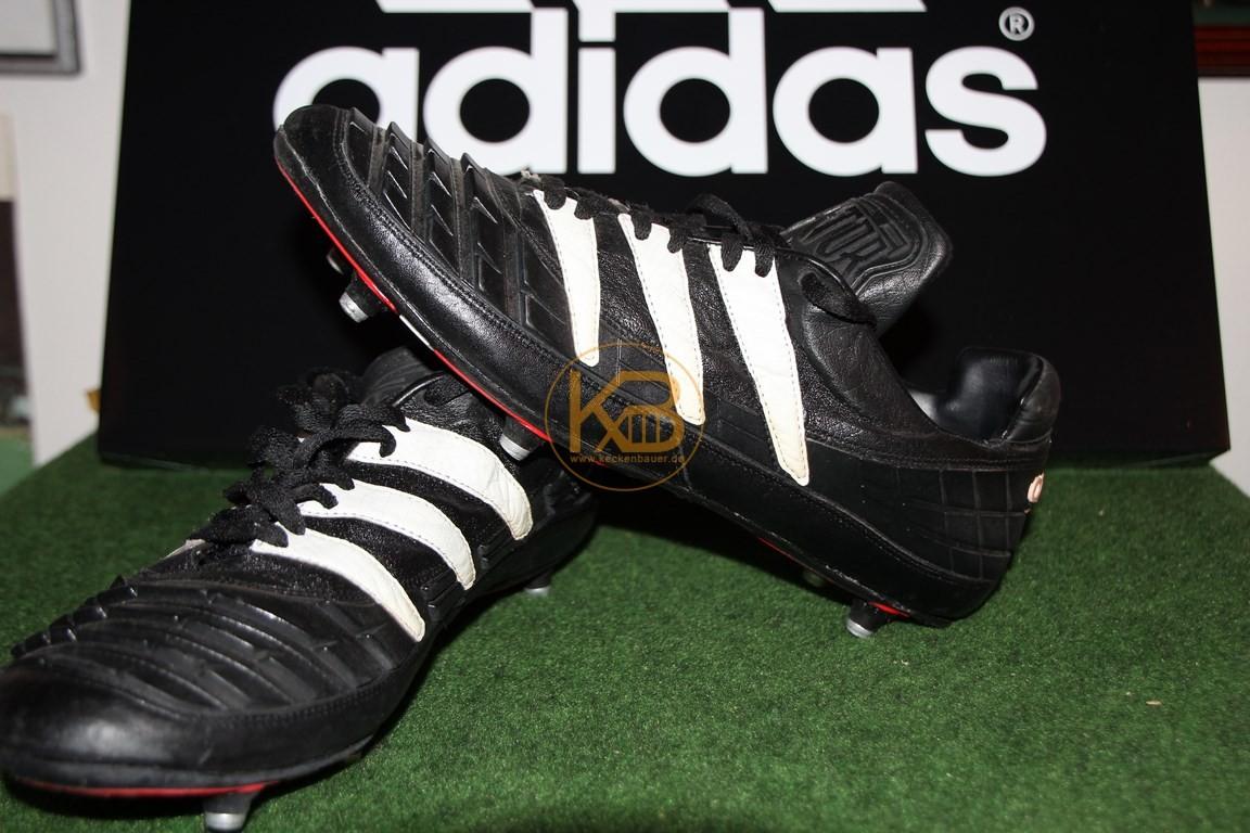 Ein Paar Adidas Predator was ich über ein großes Online-Auktionshaus abgegeben habe, da es nicht mehr in die Sammlung passt.