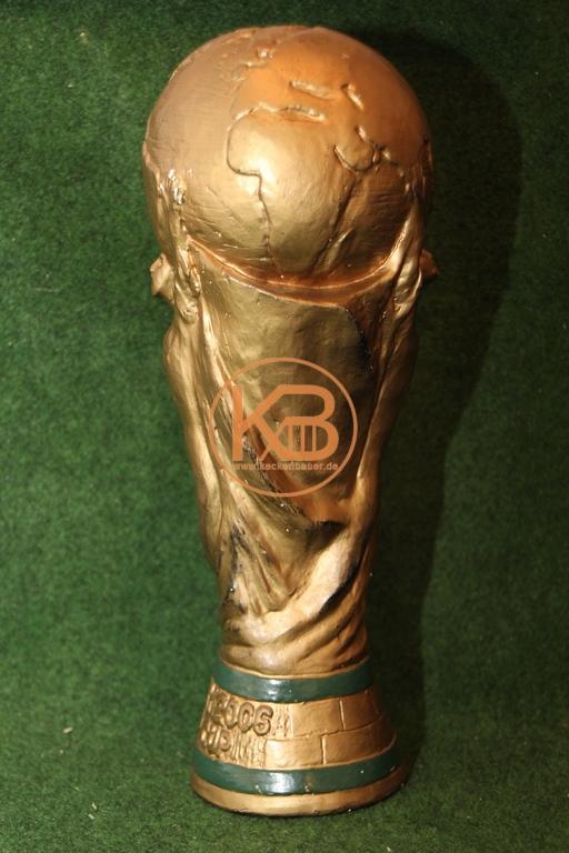 Replique des WM Pokals fast in original Größe und Gewicht.