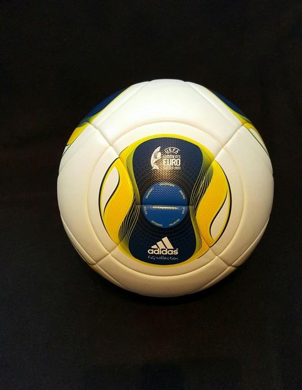 Der offizielle ADIDAS Spielball von der Frauen EM 2013 in Schweden.