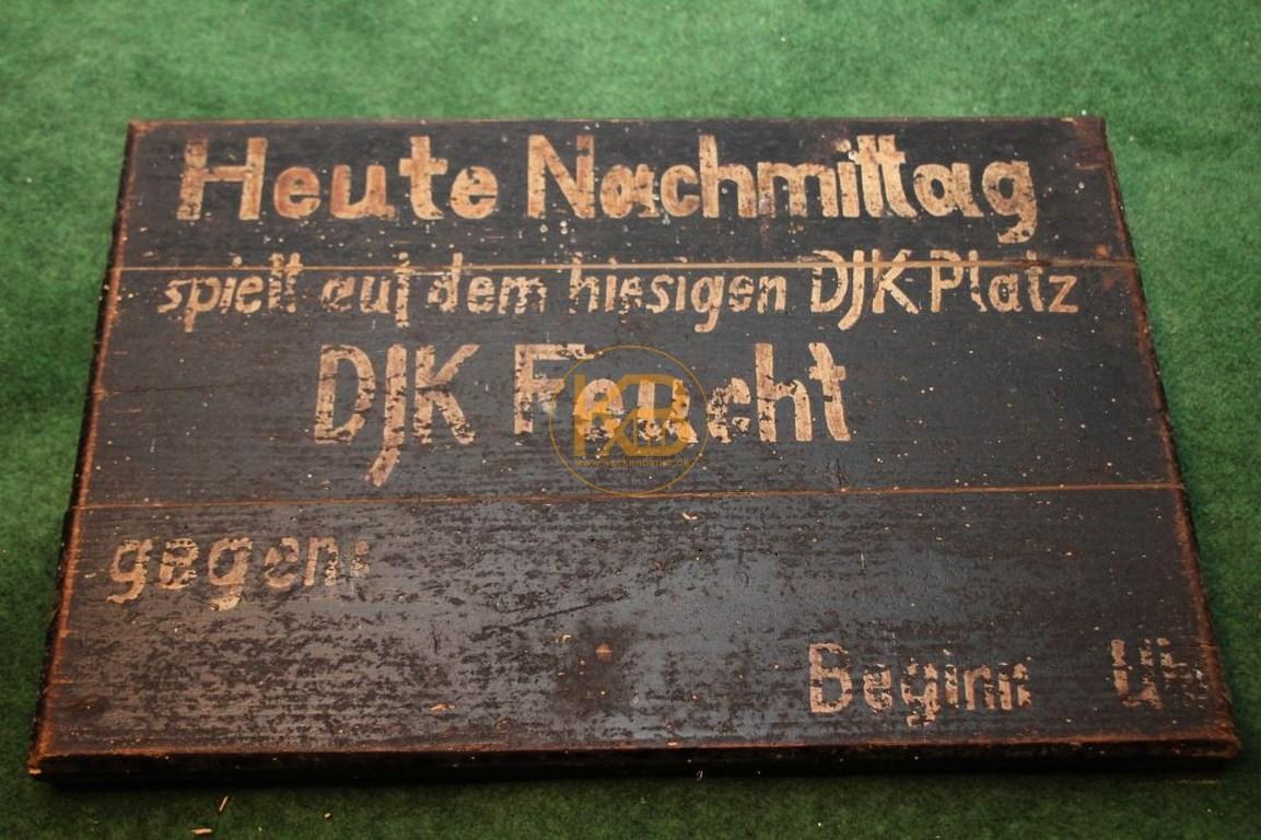 Uraltes Spielankündigungsschild vom DJK Feucht vermutlich aus den 1950er Jahren.