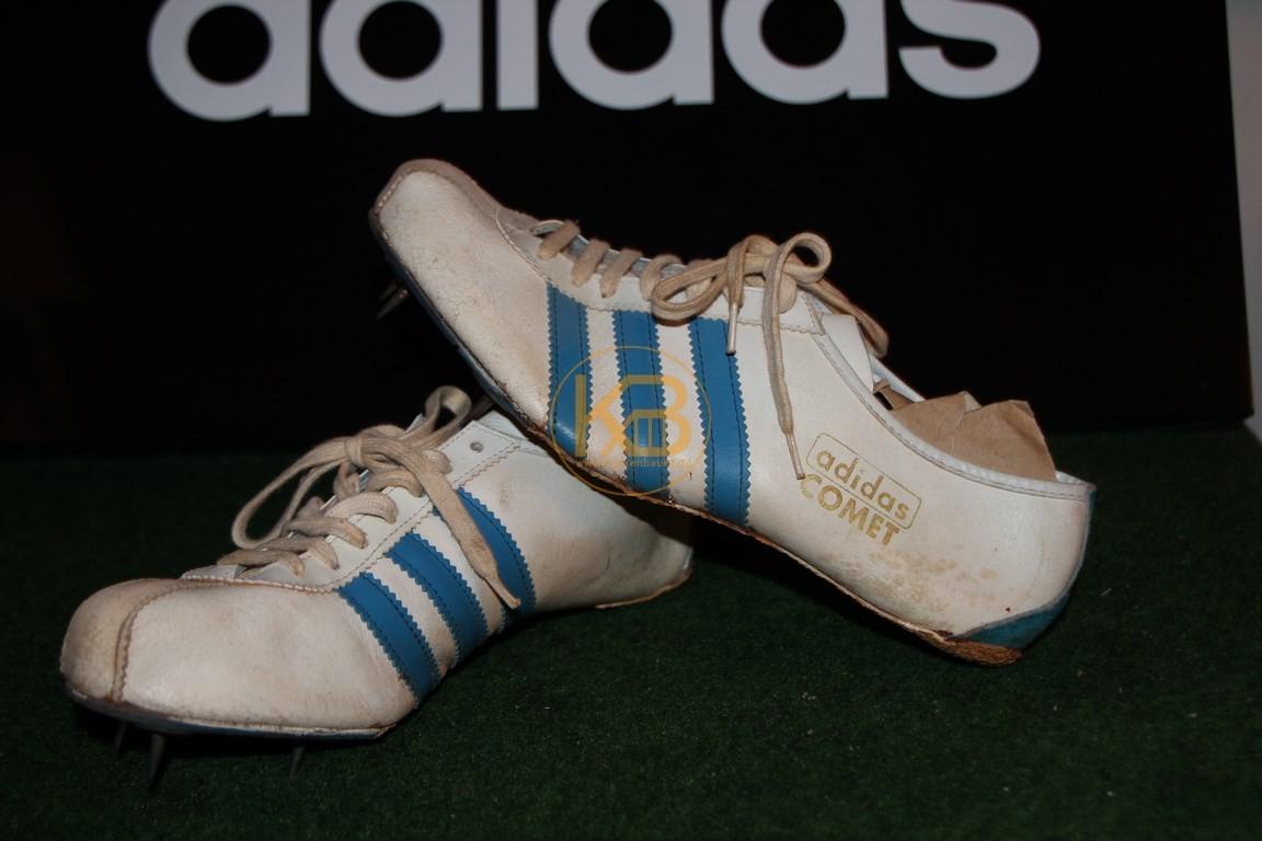 Ein Paar Adidas Comet ca. 60er Jahre was ich über ein großes Online-Auktionshaus abgegeben habe, da es nicht mehr in die Sammlung passt.
