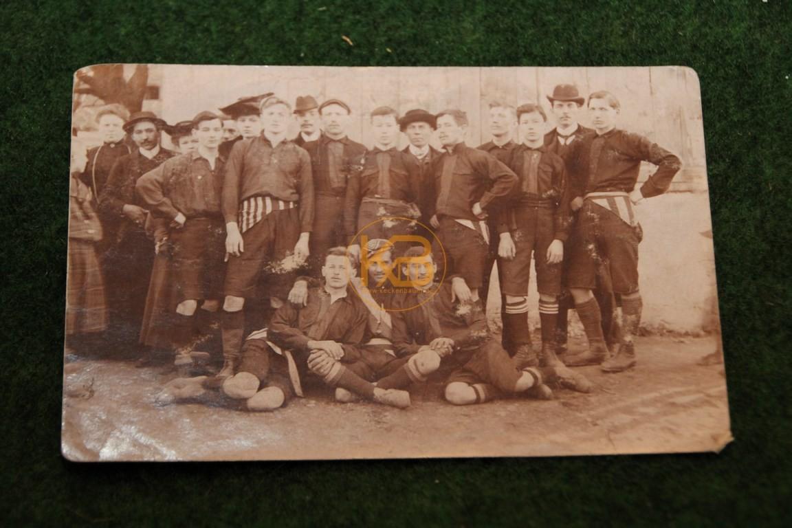 Original  Mannschaftsfoto von einem Wiener Fußball Verein aus dem Jahr 1910.