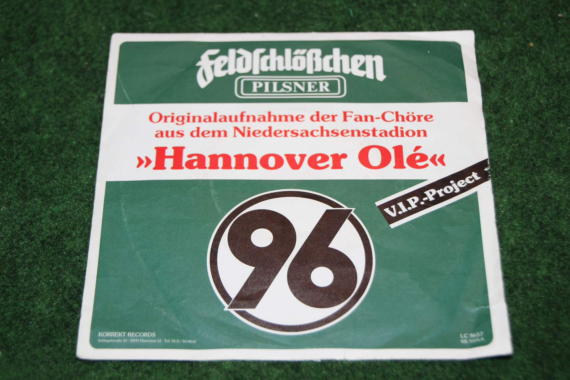 Alte Schallplatte von Hannover 96 aus dem Jahr 1987, Seite A Fanchöre Niedersachsenstadion Hannover Olé; Seite B: Toni we love you