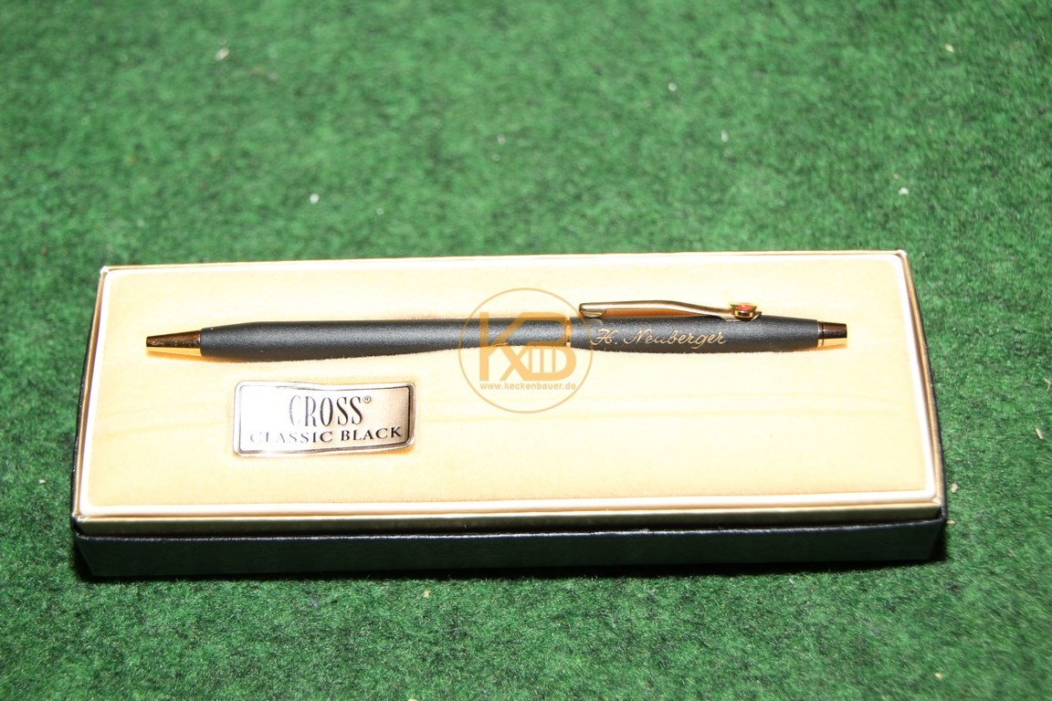 """Cross Kugelschreiber Classic Black 2502 mit """"H. Neuberger"""" Gravur mit Etui und Garantiekarte aus dem Nachlass von Herbert Neuberger."""
