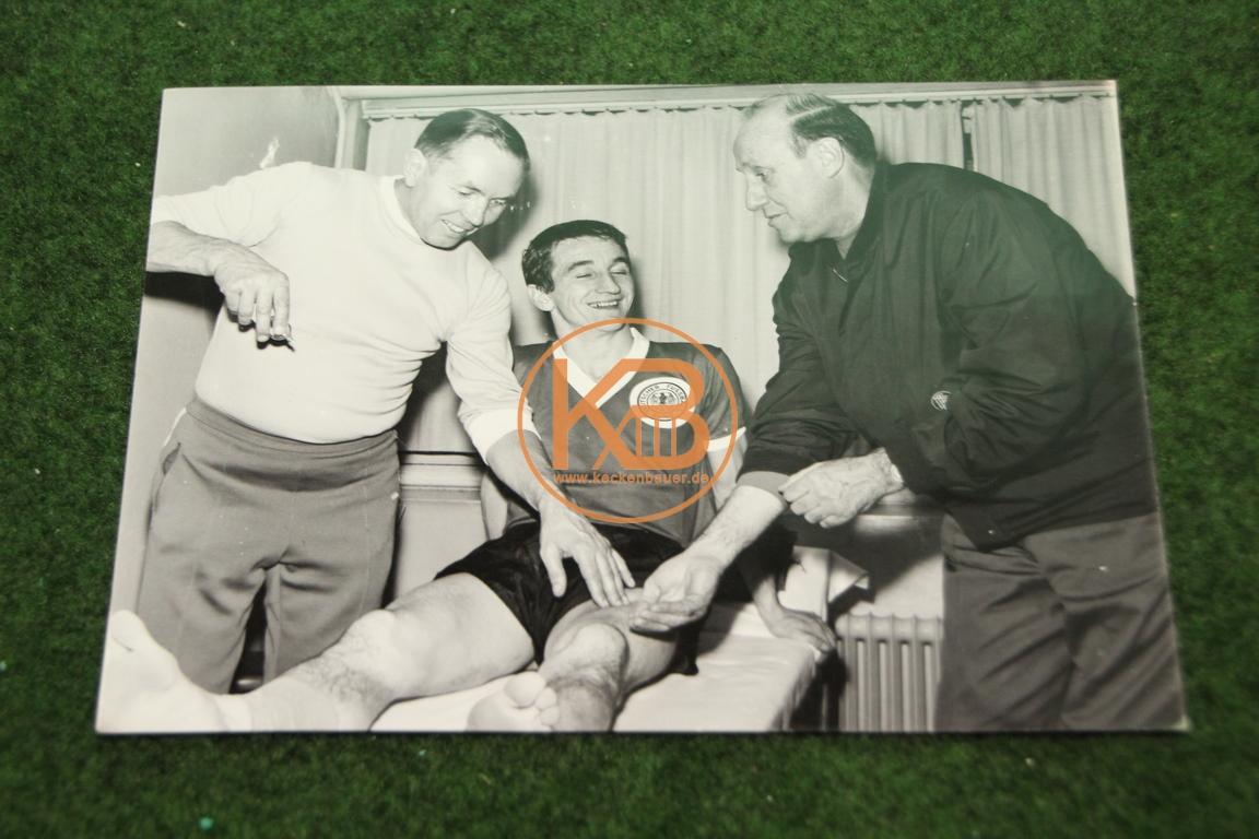 Behandlungsbild von Erich Deuser mit Hannes Löhr und Helmut Schön