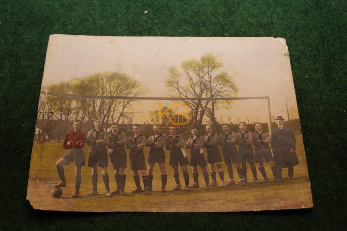 Original  Farb-Mannschaftsfoto von einem Wiener Fußball Verein aus dem Jahr 1910.
