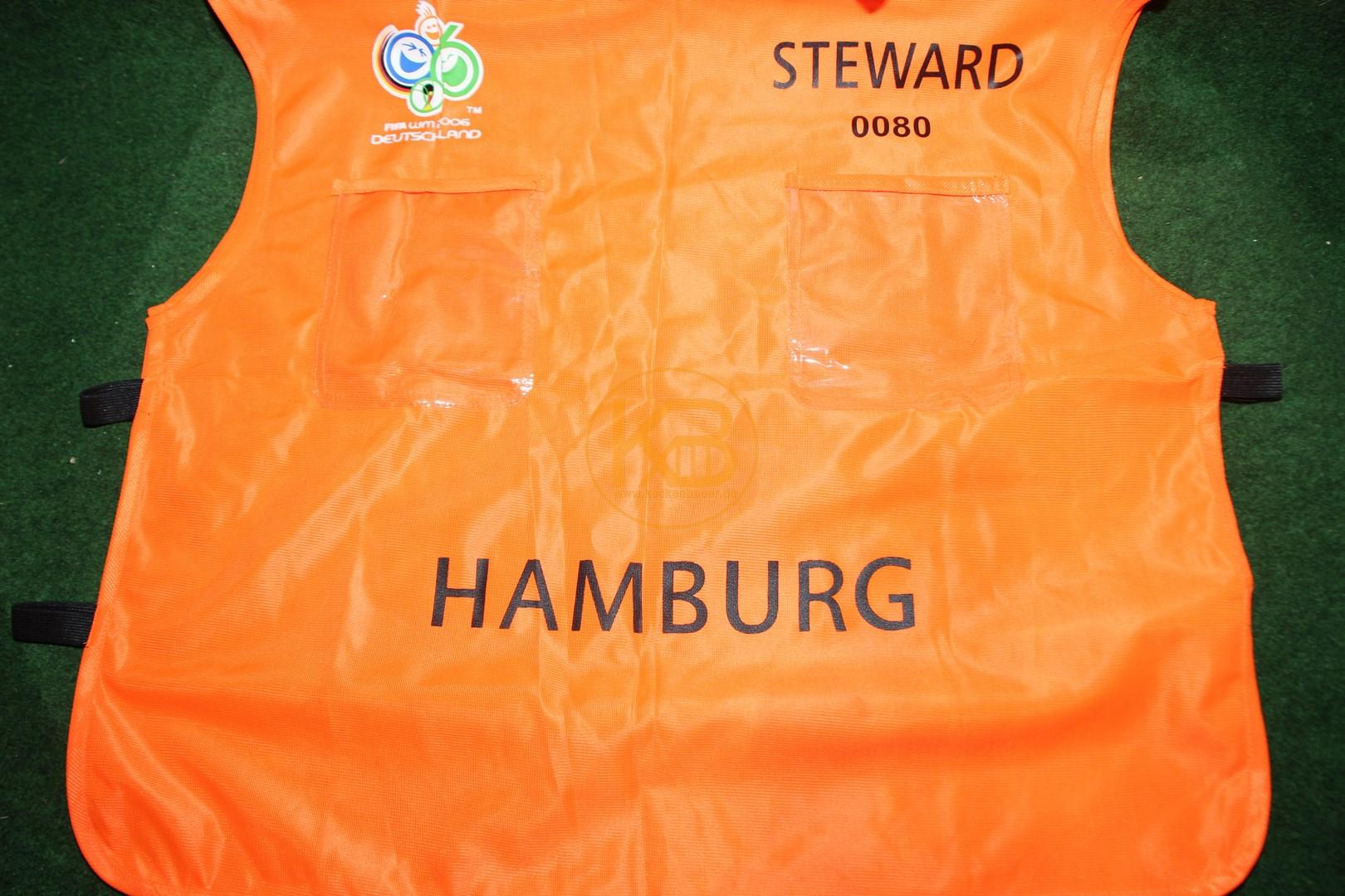 Original Ordner Weste von der WM 2006 in Deutschland aus dem Stadion in Hamburg