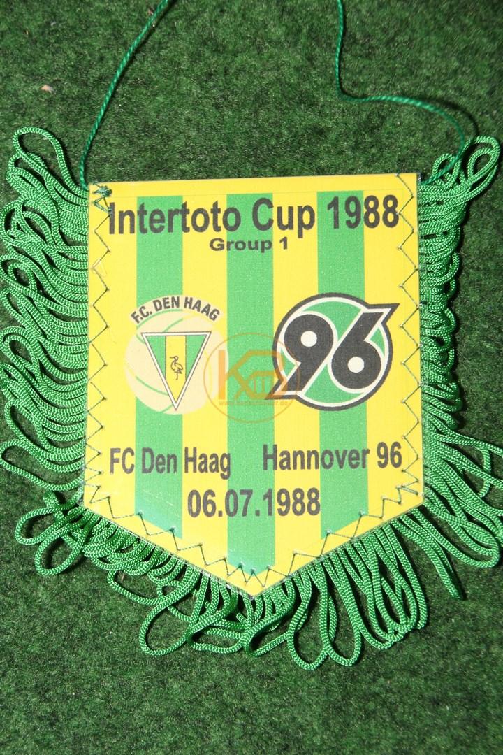 Alter Wimpel von Hannover 96 vom Intertoto Cup 1988 gegen Den Haag am 06.07.1988.