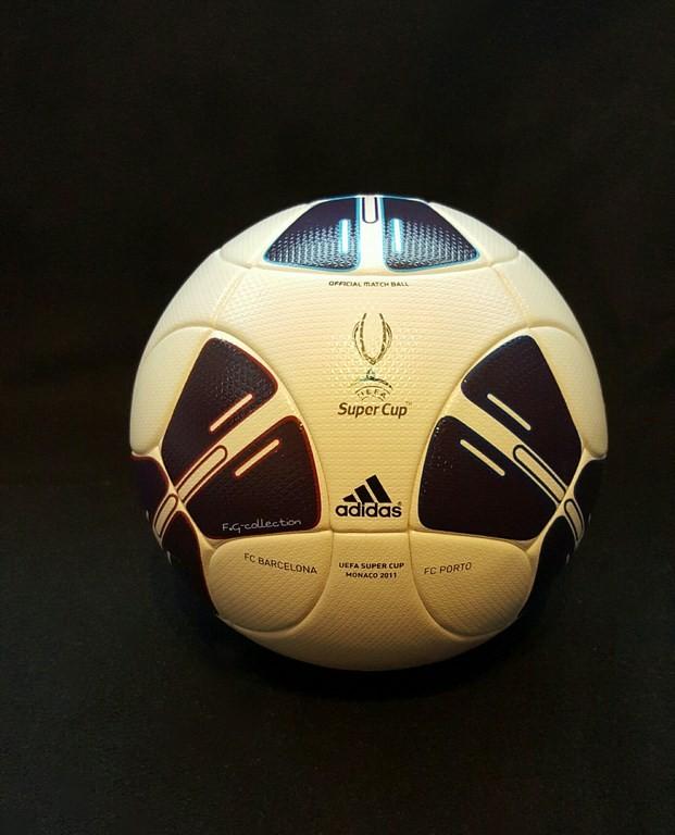 Der offizielle Spielball der ADIDAS Super Cup Final Ball vom Finale 2011 in Monaco.