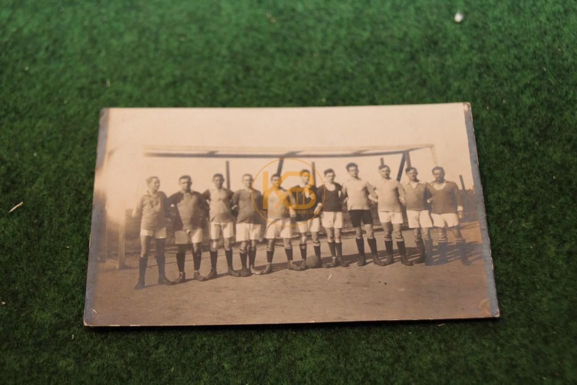 Foto einer unbekannten Fußballmannschaft aus dem September 1921.