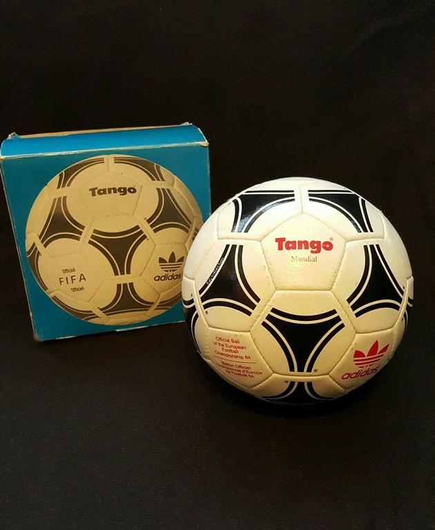ADIDAS Tango Mundial der offizielle Spielball von der EM 1984 in Frankreich mit Originalverpackung.