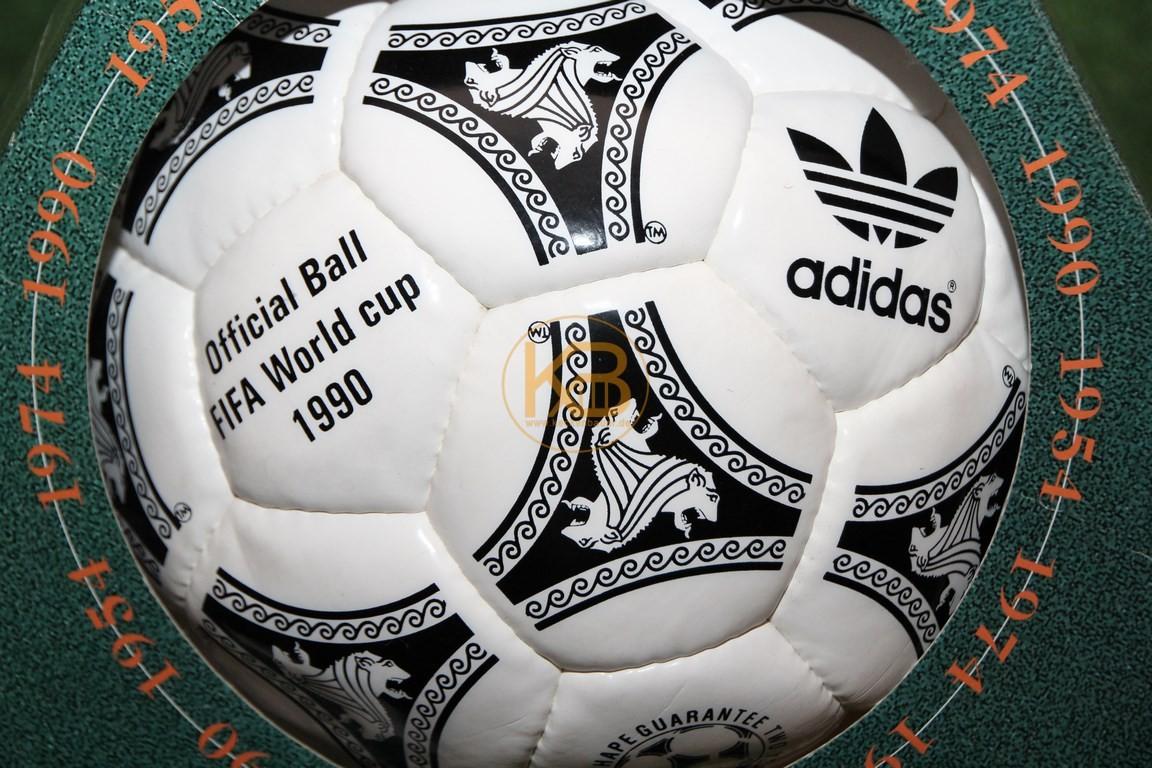 Original Weltmeisterball Etrusco Unico der WM 1990 in Italien von Adidas, Deutschland wurde Weltmeister.