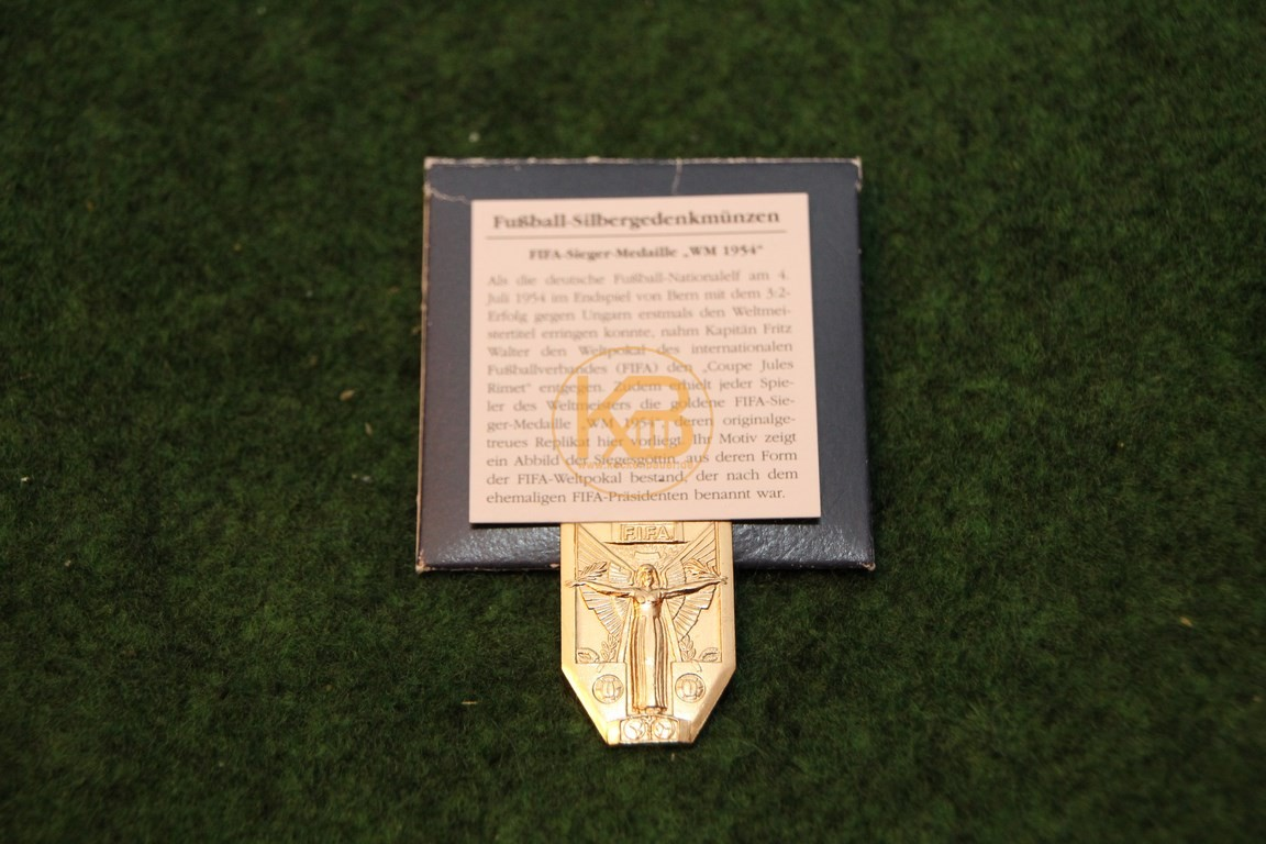 Zertifizierte Replik der Siegermedailie von der WM 1954 in der Schweiz.