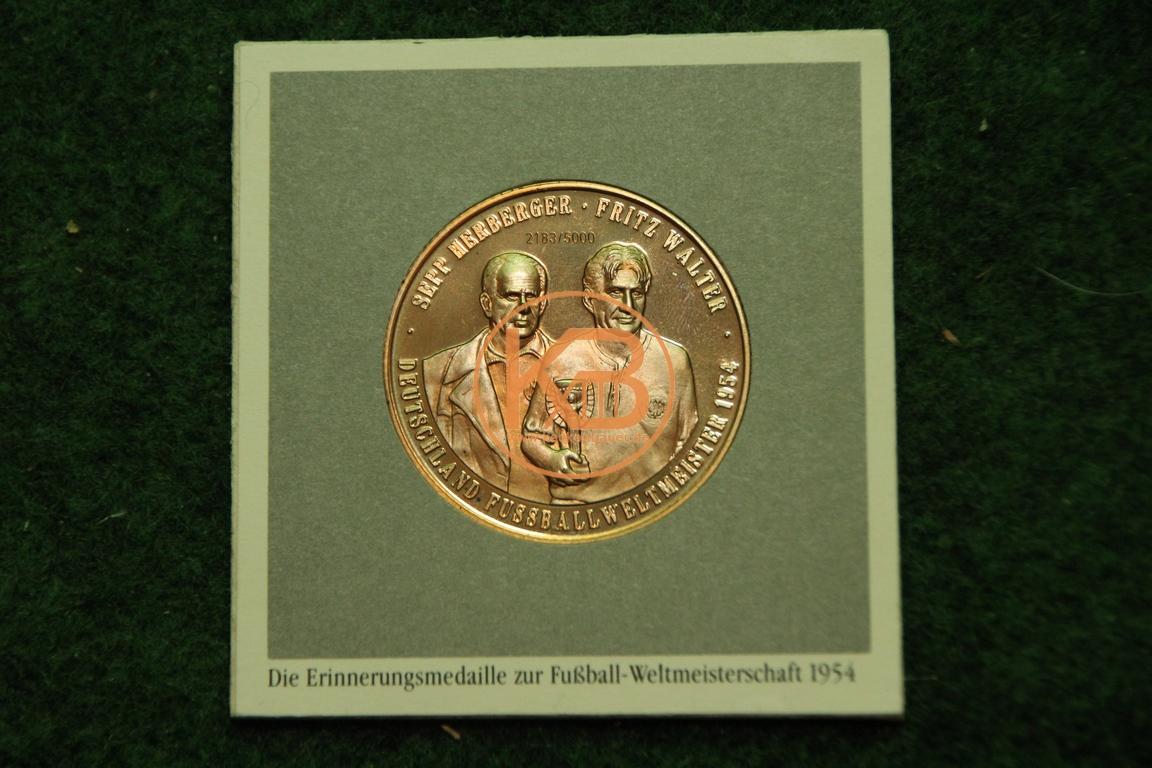 Sammelmünze zum Weltmeisterschaftsgewinn 1954 mit Fritz Walter und Sepp Herberger.