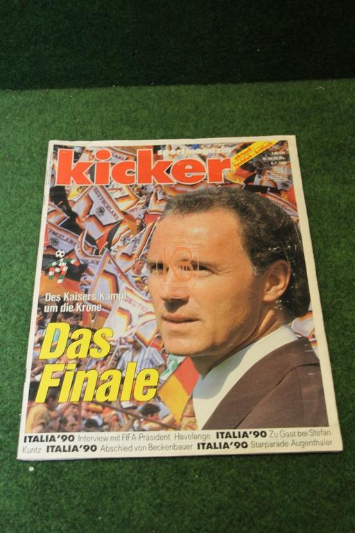 Kicker nach dem Weltmeisterschaftssieg 1990 in Italien