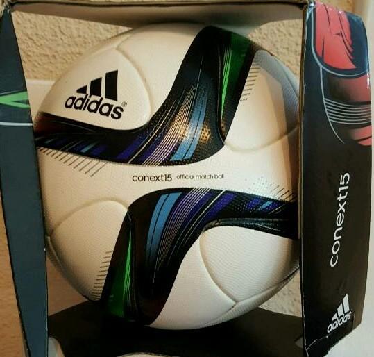 ADIDAS Conext der offizielle Spielball der Frauen Weltmeisterschaft 2015 in Kanada mit Originalverpackung.