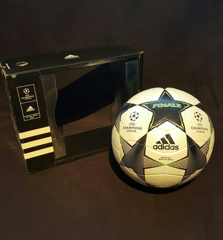 Der offizielle Spielball der ADIDAS Champions League Final Ball vom Finale 2008/09 in Rom.