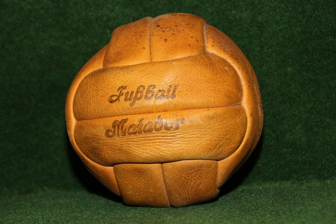 Alter Matador im bespielten guten Zustand. Eines der ersten Modelle mit Ventil.