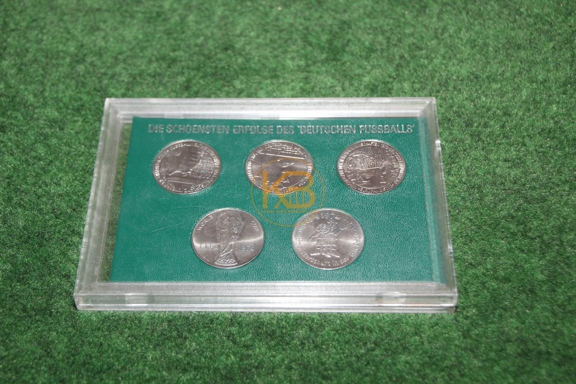 Sammelmünzen zur Weltmeisterschaft 2006 in Deutschland.