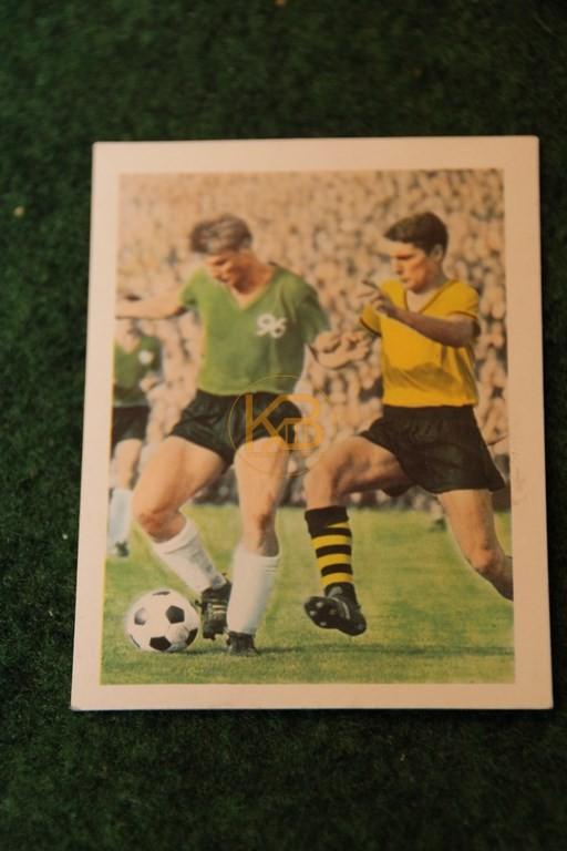 Fuchs von Hannover 96 geht an Assauer Dortmund vorbei. Endstand 2.0 für Hannover 96 Sensation 1964.