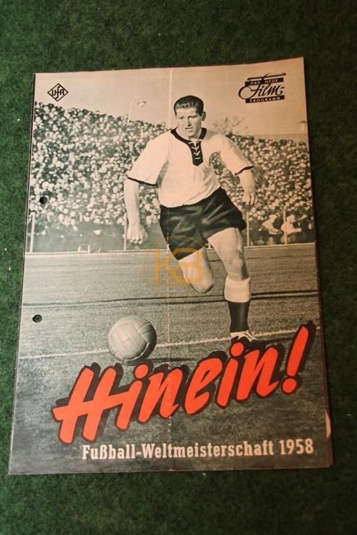 """Das neue Filmprogramm  """"Hinein!"""" zur Fußball-Weltmeisterschaft 1958 von der Ufa."""