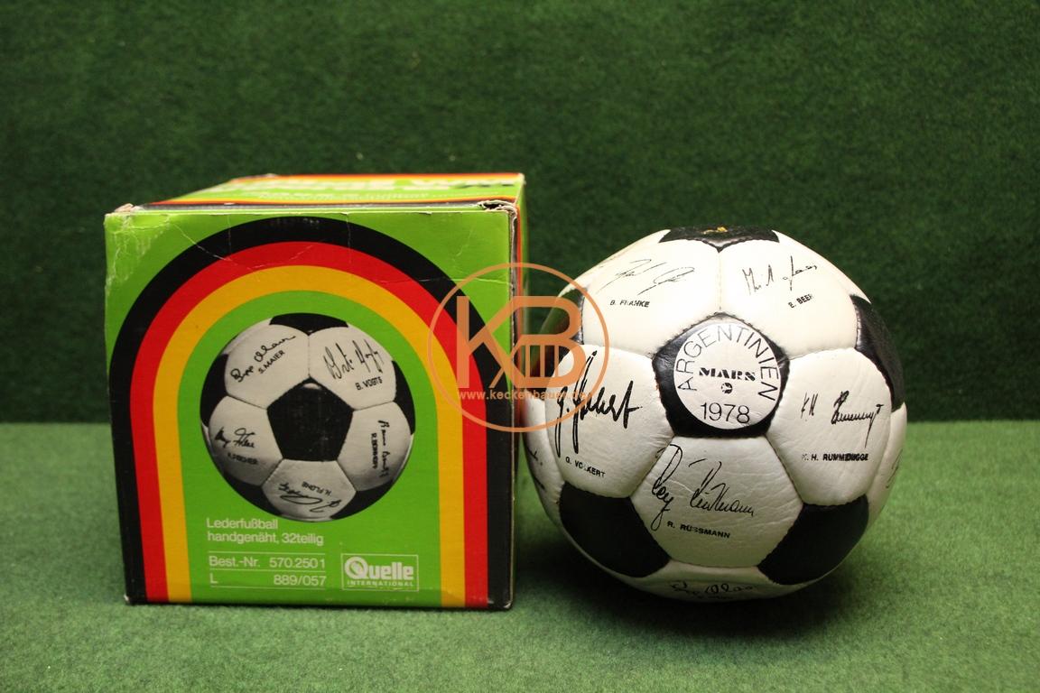 MARS Werbe Fußball zur WM 1987 in Argentinien mit den gedruckten Unterschriften der deutschen Nationalmannschaft und der original Verpackung