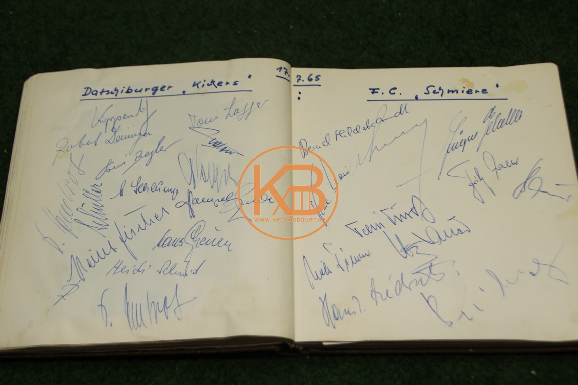 Autogramme vom Benefizspiel am 17.07.1965 im Rosenau Stadion zu Augsburg zwischen den Datschiburger Kickers (1.Spiel der noch heute existierenden Benefiz Fußballmannschaft) gegen den FC Schmiere (von Sammy Drechsel und Friends)