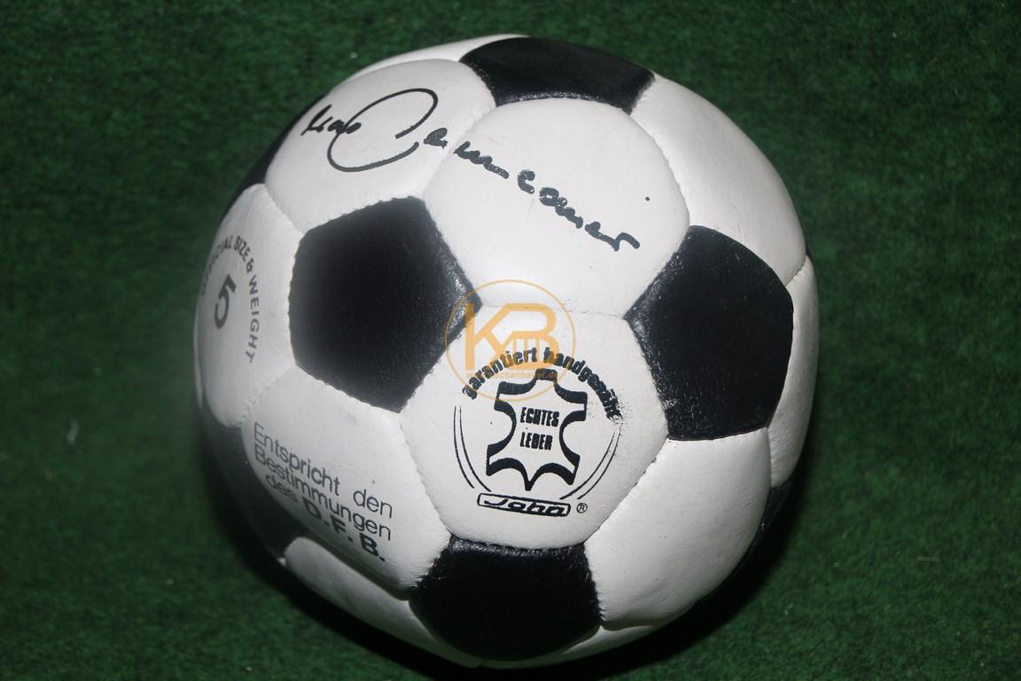 Alter Lederball mit dem original Autogramm von Franz Beckenbauer