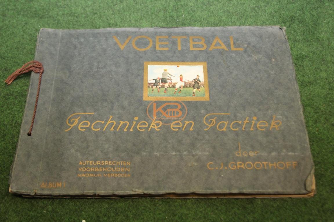 Fußballsammelalbum ausgegeben von Philips Cigarettes Tabaksindustrie v / h Gebr. Philips in Maastricht aus dem Jahr 1930 komplett- 1. Album