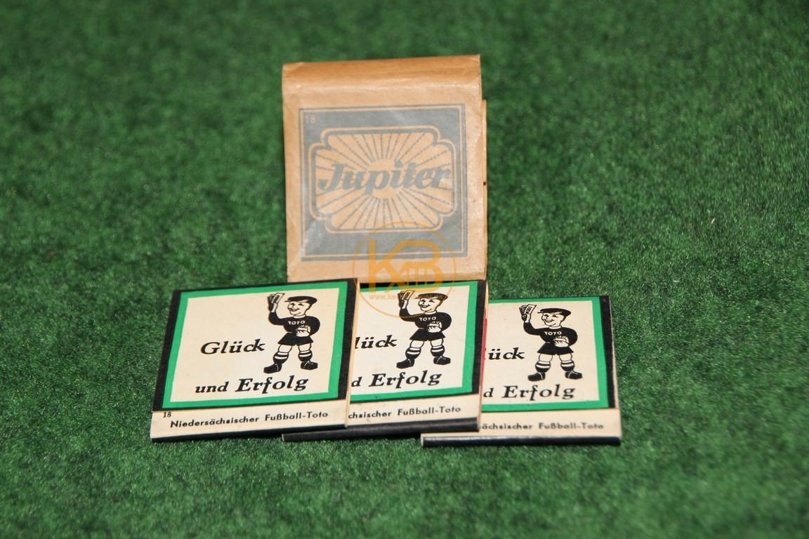 """Alte Streichhölzer """"Jupiter"""" mit Fußballdruck aus den 50ern."""