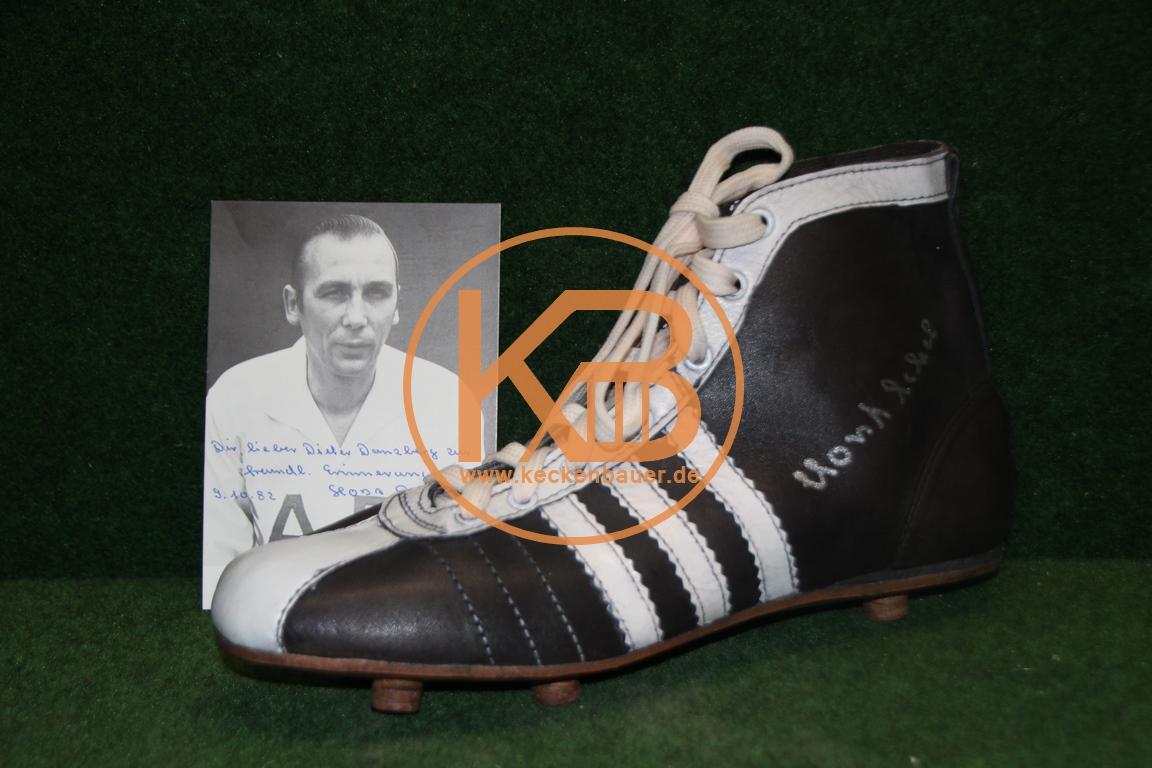 """Adidas Replique Fußballschuhe mit dem original Autogramm von Horst Eckel. Dazu eine Autogramm-karte von Horst Eckel inkl Widmung für """"Pitter"""" Danzberg. 1/2"""