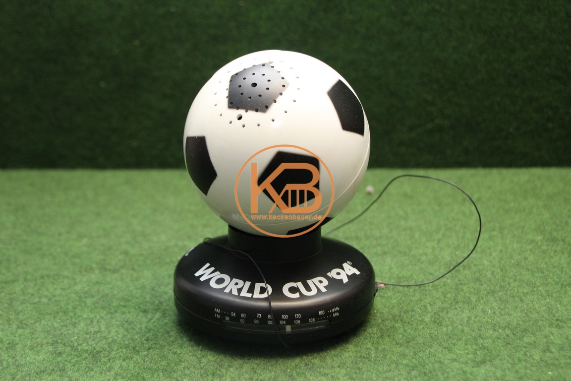 UKW Radio in Form eines Fußballs von der WM 1994 in den USA