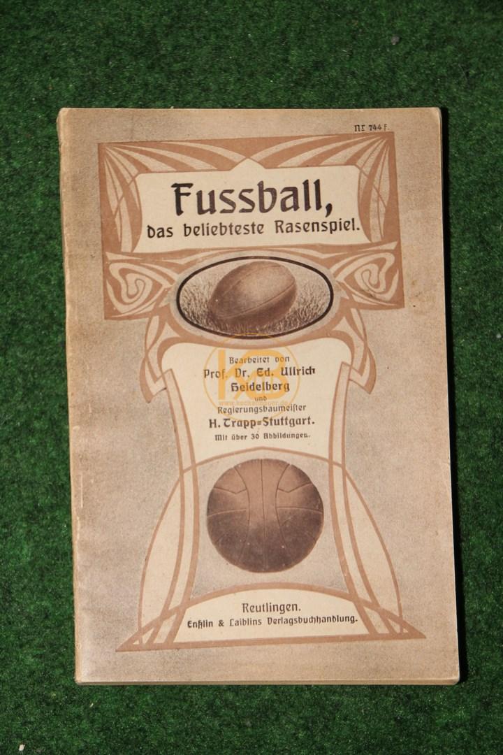 Fussball, das beliebte Rasenspiel von Prof Dr. Ed. Ulrich Heidelberg und Regierungsbeamter H. Trapp Stuttgart aus dem Jahr 1919.