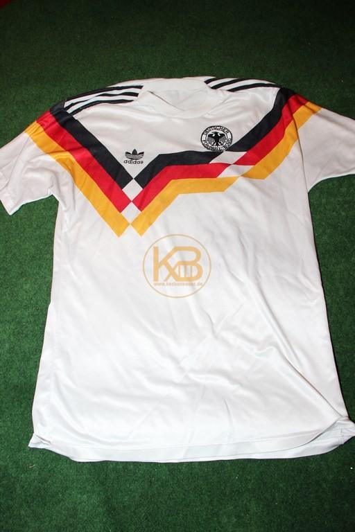 """DFB Nationaltrikot in der """"Heim"""" Variante zu WM 1990 von Adidas."""