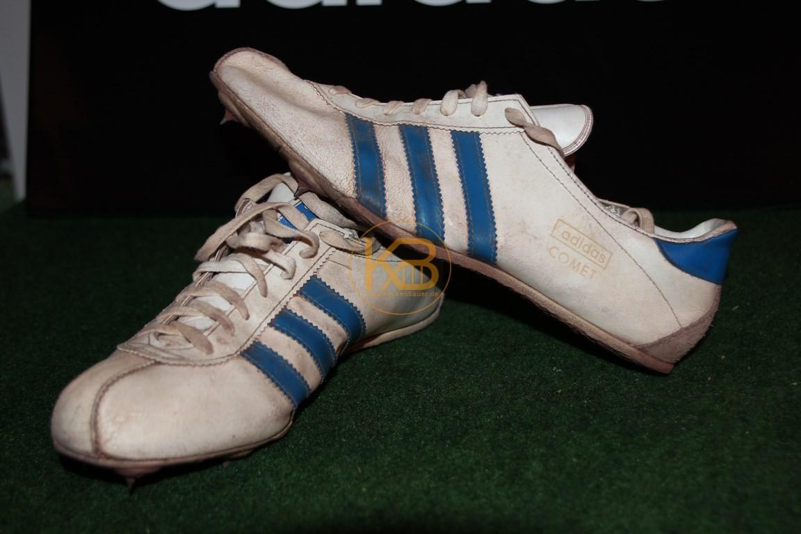 Ein Paar Adidas Comet ca. 70er Jahre was ich über ein großes Online-Auktionshaus abgegeben habe, da es nicht mehr in die Sammlung passt.