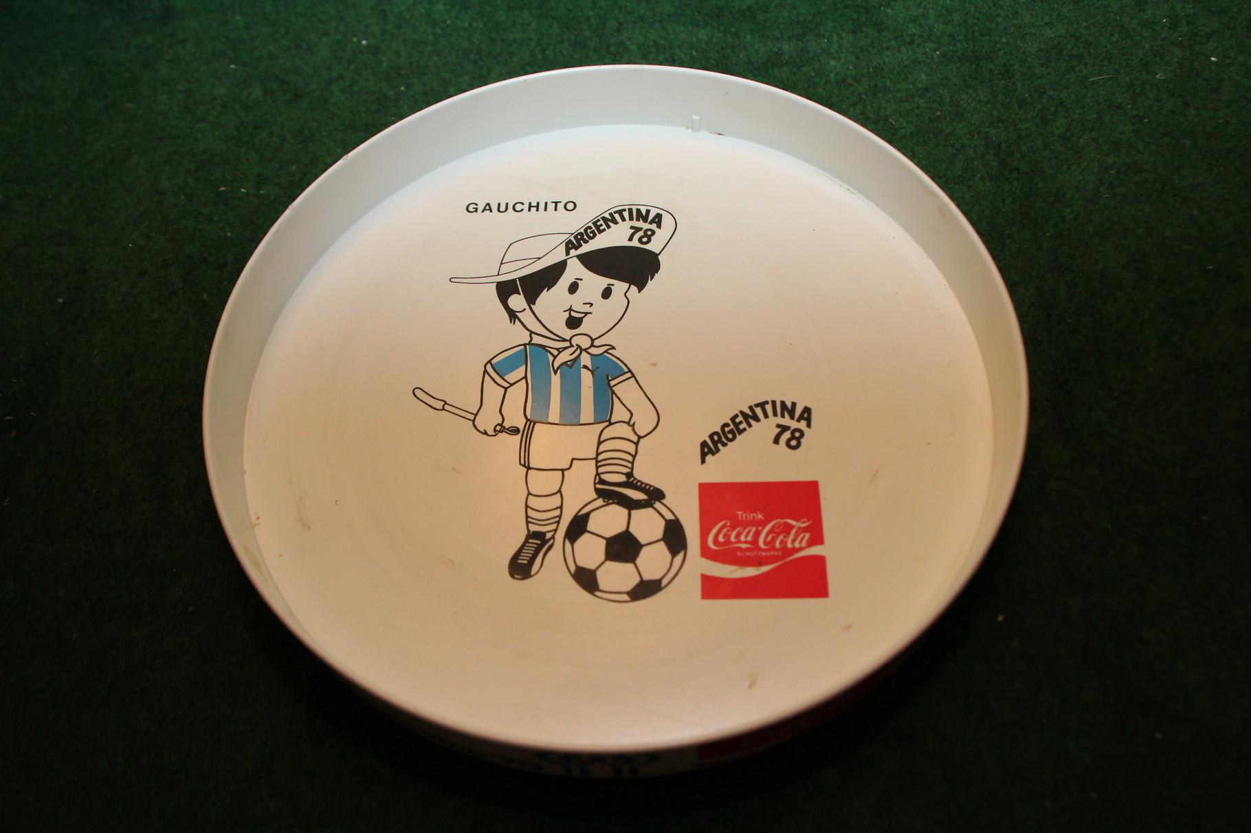 Serviertablet mit Gauchito von der WM 1978 in Argentinien.
