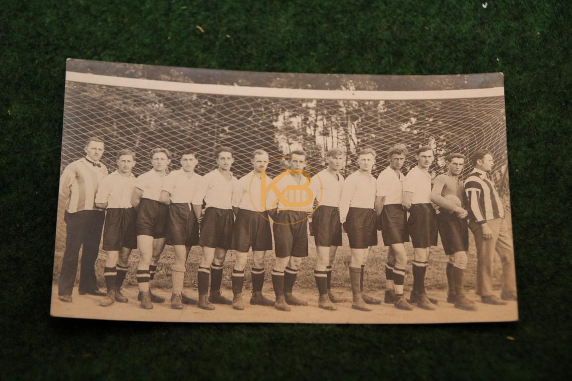 Original  Mannschaftsfoto von einem Wiener Fußball Verein aus dem Jahr 1914.