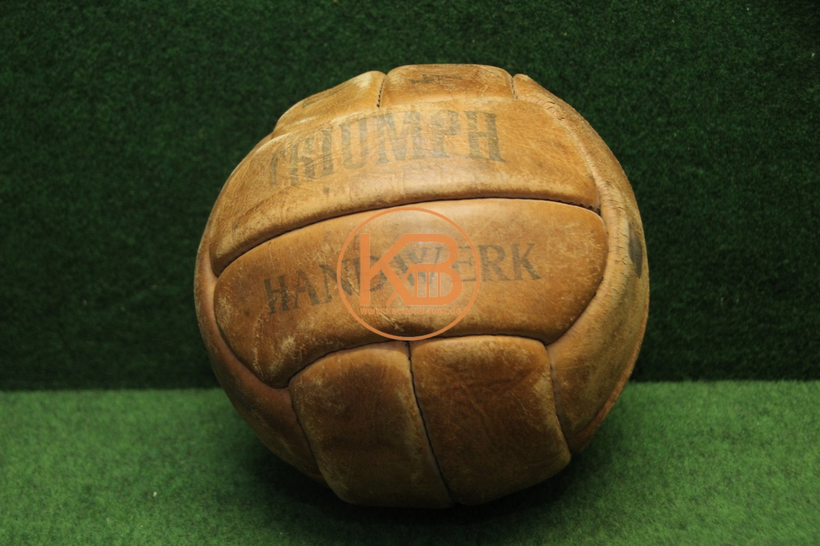 Alter Triumph Fußball aus Leder vermutlich aus den 1940ern