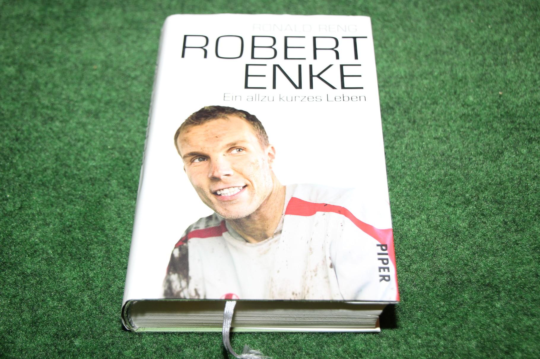 Buch von Ronald Reng über DEN Fussballspieler von Hannover 96 Robert Enke.