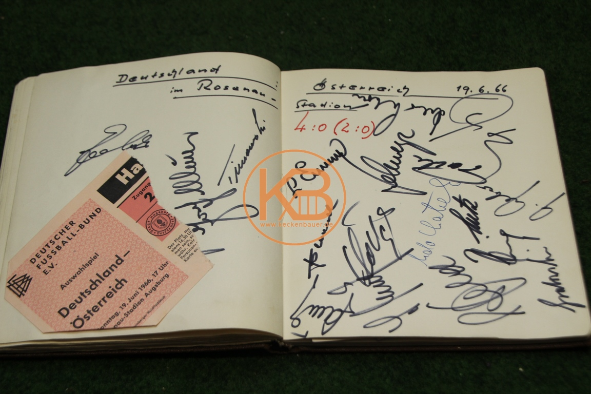 Original Eintrittskarte vom Spiel Deutschland gegen Österreich am 19.06.1966 in Augsburg mit den original Autogrammen der deutschen Mannschaft